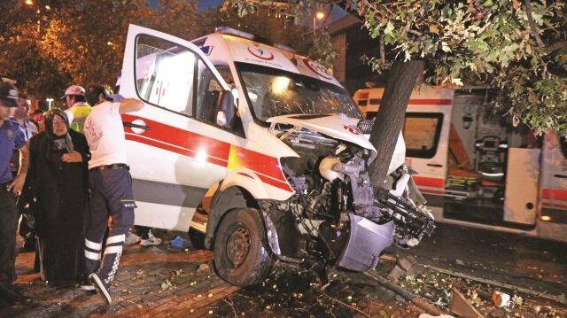 azada, ambulanstaki şoför, hemşire, hasta ve refakatçisinin de aralarında bulunduğu 6 kişi yaralandı.
