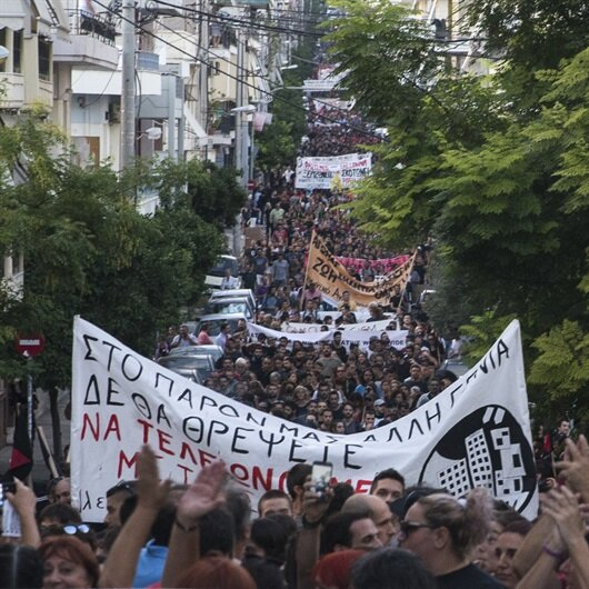 Yunanistan karıştı