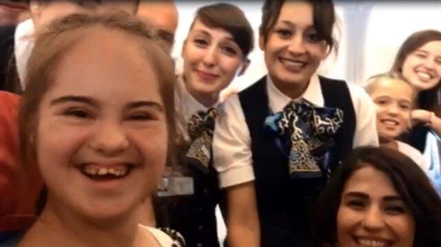Down sendromlu Tuğçe'ye uçakta sürpriz