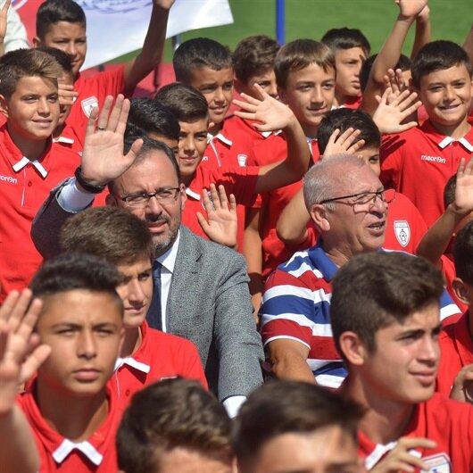Bakan Kasapoğlu ilk kulüp ziyaretini Altınordu'ya yaptı