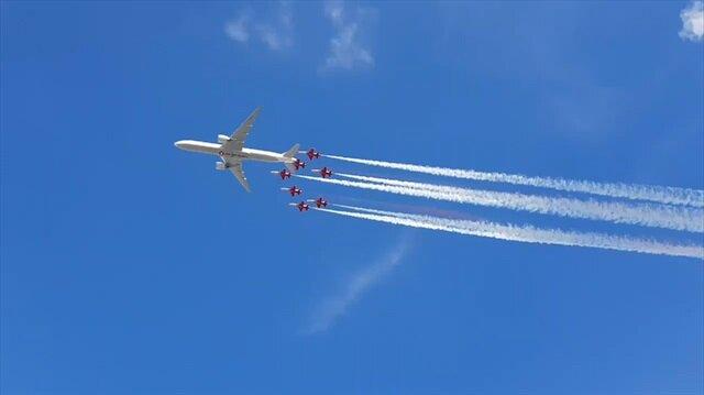 THY yolcu uçağı, Türk Yıldızları ve F16... tarihi anlar böyle kaydedildi