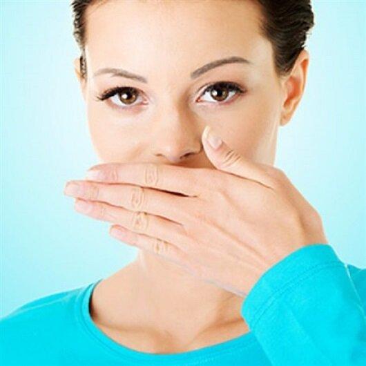 Geçmeyen ağız kokusu kanser belirtisi