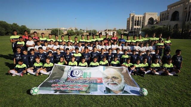 نادي رياضي في غزة يكرم مسؤول إغاثي تركي سابق