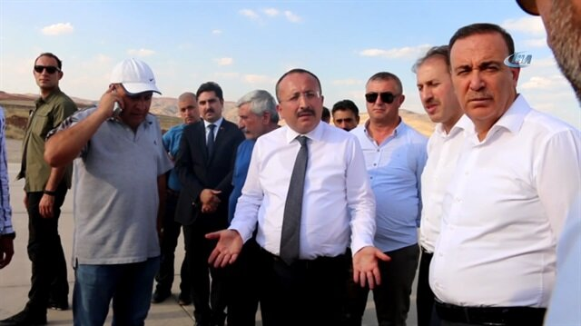 Havaalanı'na baskın düzenleyen Vali Atik müteahhidi fırçaladı
