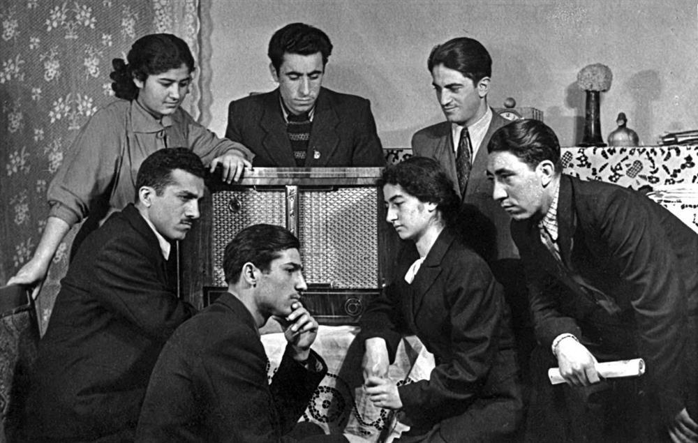 Sovyetler döneminde radyo yayınını dinleyen Kürtler...