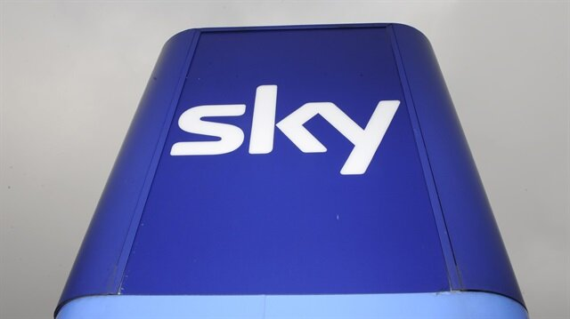 Comcast outbids Fox in auction for Sky