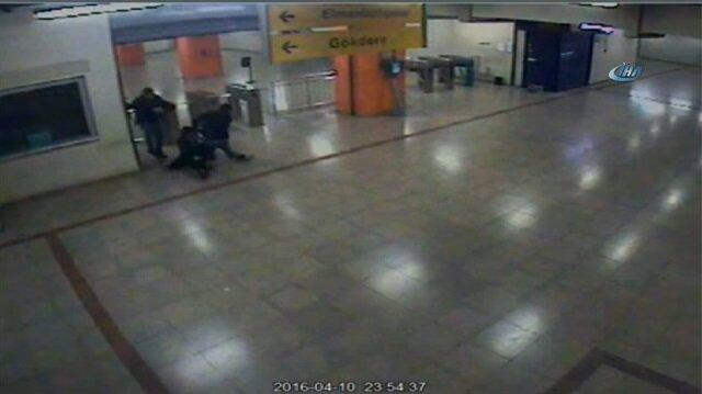 Güvenlik görevlisi kendi copuyla bayılana kadar dövüldü!