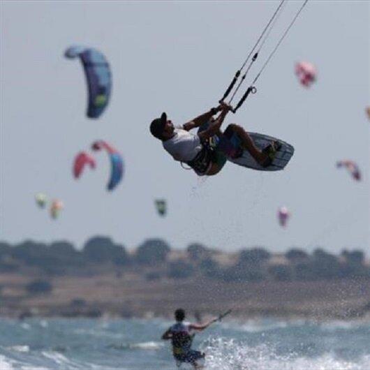 غوكجه أدا.. التركية مهبط أفئدة هواة ركوب الأمواج