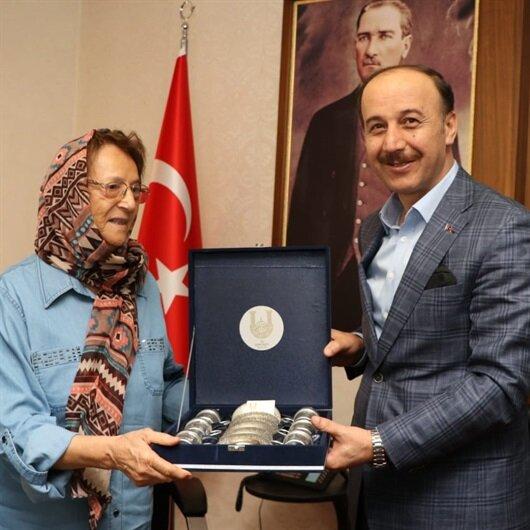Emekli kadın öğretmenden eğitime 350 bin lira bağış