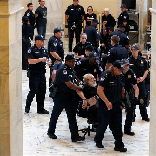 توقيف عشرات المحتجين بواشنطن ضد مرشح ترامب للمحكمة العليا