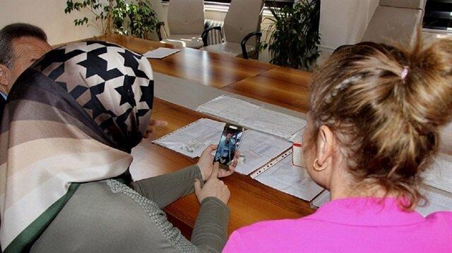 Tüberküloz hastaları ilacını telefonda içiyor
