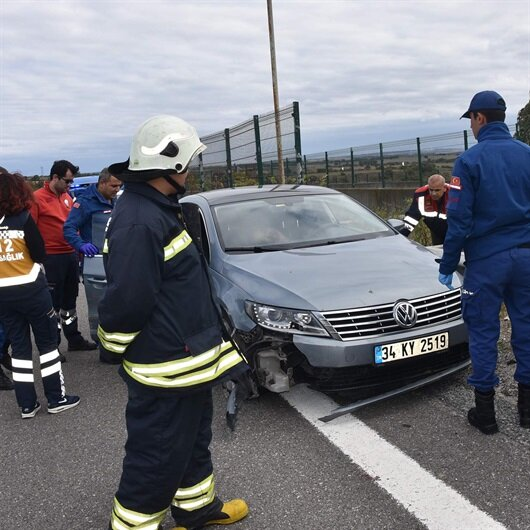 Kaza yapan otomobilde başından vurulmuş halde ölü bulundu