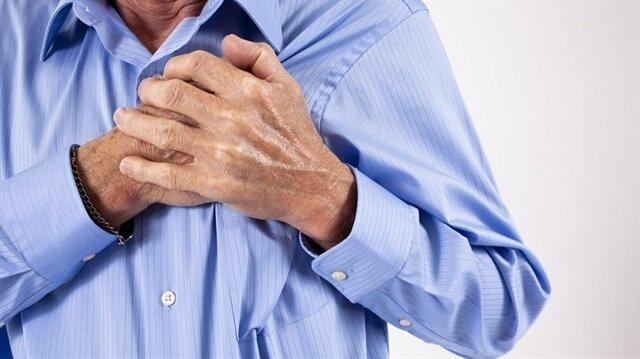 Kalp ve damar hastalıklarını en aza indirmek için sağlıklı beslenmeli, düzenli fiziksel aktivite yapılmalı, tütün ve tütün ürünleri kullanımından kaçınılmalı.