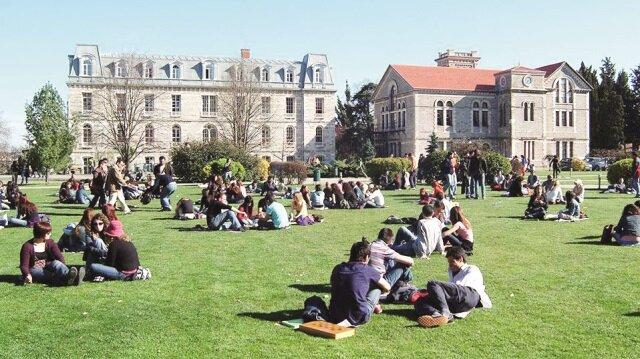 Üniversitelerin boş kalan lisans ve ön lisans programlarına 103 bin 6 ek yerleştirme yapıldı.