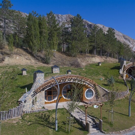 'Hobbit homes' in central Turkey attract tourists
