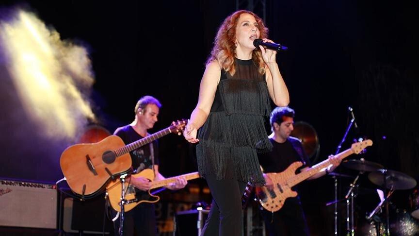 Sertab Erener sevilen şarkılarını Adanalı müzikseverler için söyledi.
