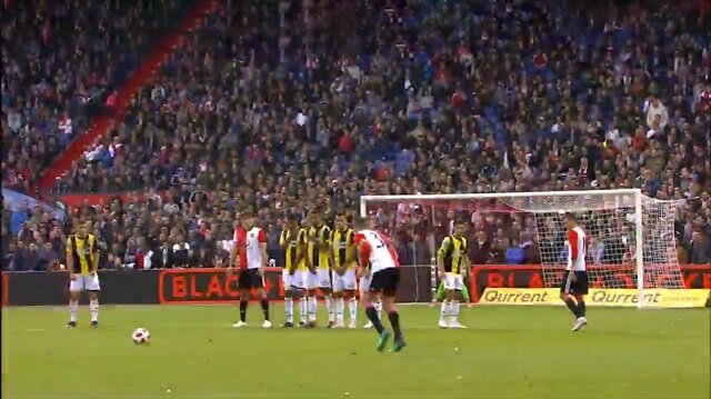 Van Persie'nin füzesi Feyenoord'a 3 puanı getirdi