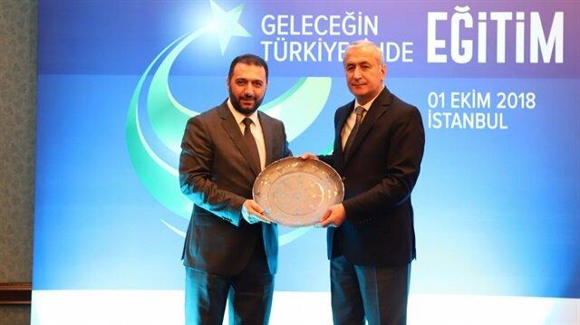 İLKE Mütevelli Heyeti Başkanvekili Şükrü Alkan ile Milli Eğitim Bakan Yardımcısı Mustafa Safran