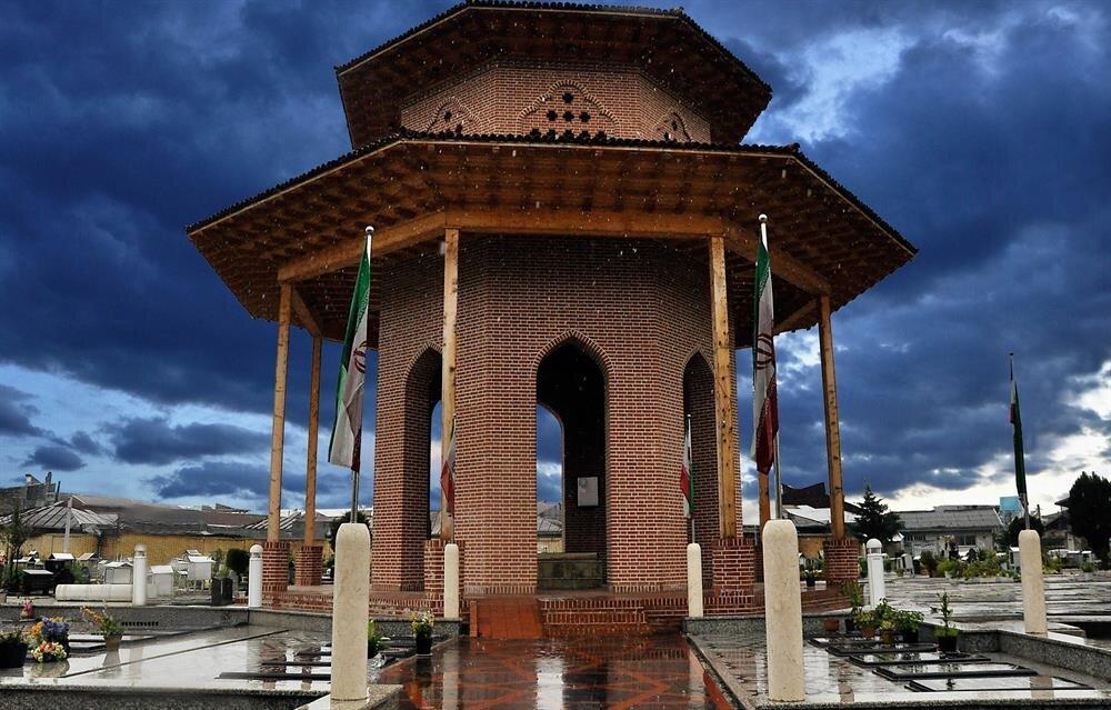 Mirza Koçak Han'ın İran'ın Reşt kentindeki mezarı.