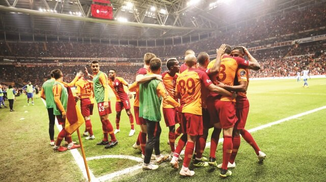Aslan Porto'da kükreyecek