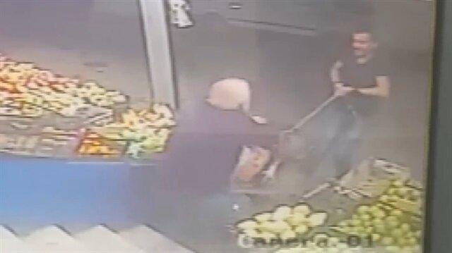 Pitbull dehşeti kamerada: Yaşlı adama saldırdılar