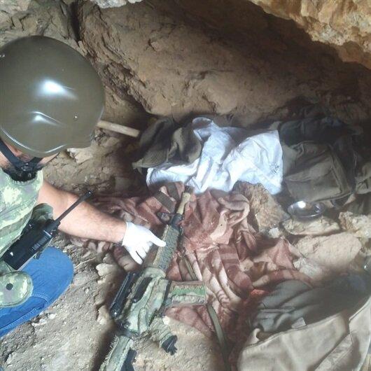 Teröristin gösterdiği mağarada silah ve mühimmat bulundu