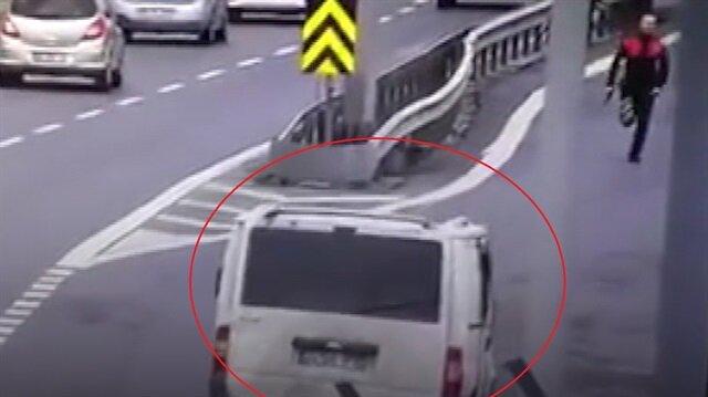 TEMde polis hırsızların aracını koşarak yakaladı