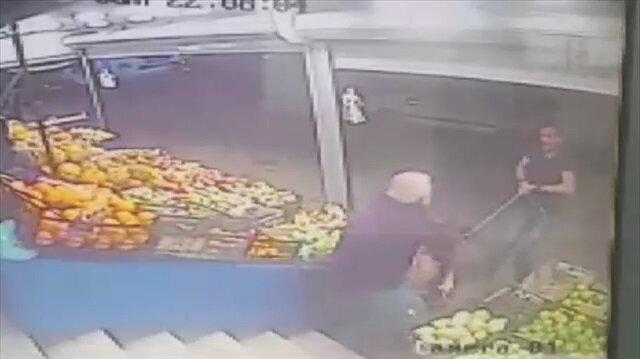 İki Pitbull yaşlı adamın kolunu koparıyordu!