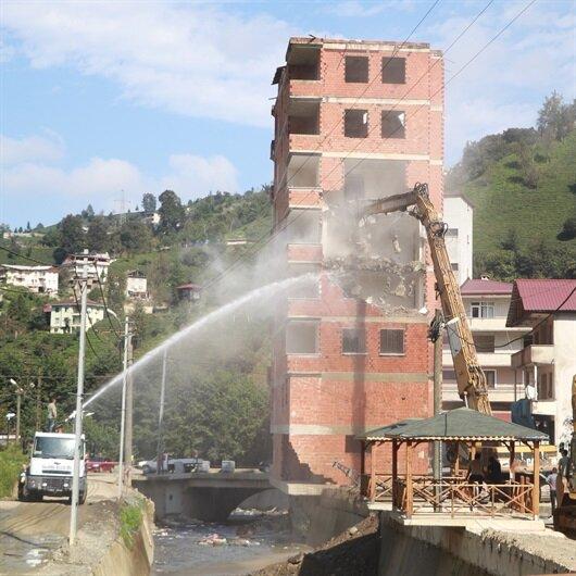 Rize'deki selin simge binası yıkılıyor