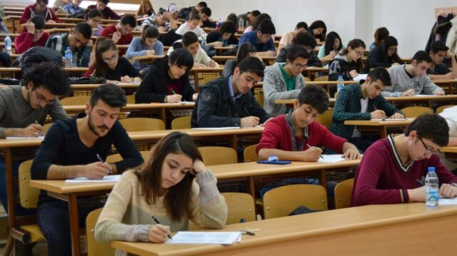 Her yıl binlerce aday KPSS'de başarı sağlamak için sınavlarda ter döküyor.