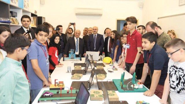 Turkcell'in projesi özel yetenekli çocukların içindeki potansiyeli ortaya çıkarmak için MEB Bilim ve Sanat Merkezleri işbirliğiyle yürütülüyor.