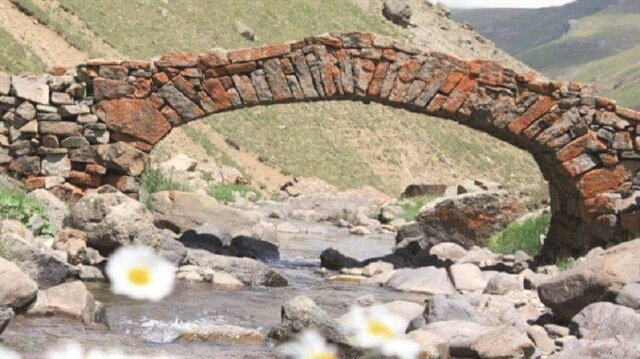 300 yıllık köprü ortadan kayboldu