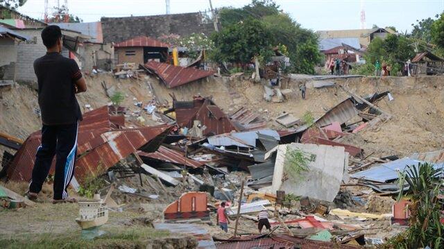 Endonezya'daki depremi anlattılar: İnsanlar toprak içinde yüzüyor gibiydi