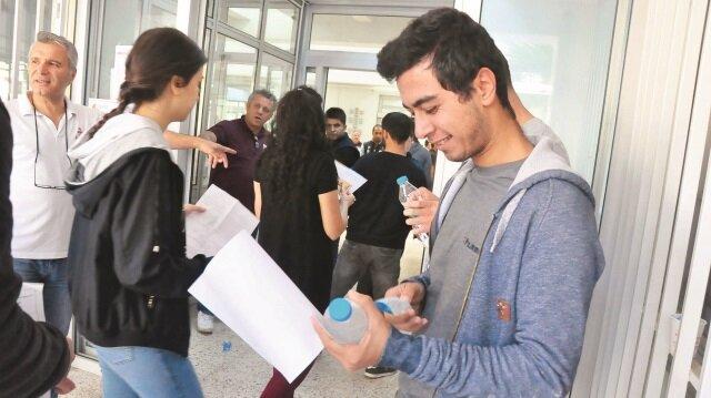 Sınava giren öğrenciler didik didik arandıktan sonra sınav salonuna alındı.