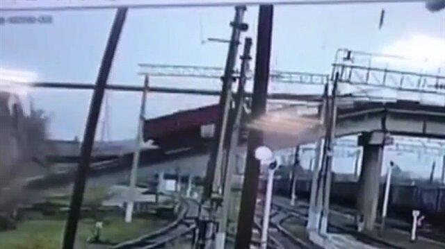 Rusya'da köprü tren yoluna çöktü