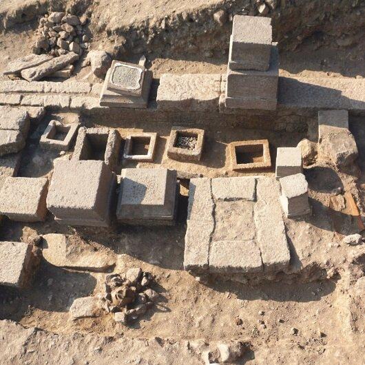 2 bin 300 yıllık aile mezarı