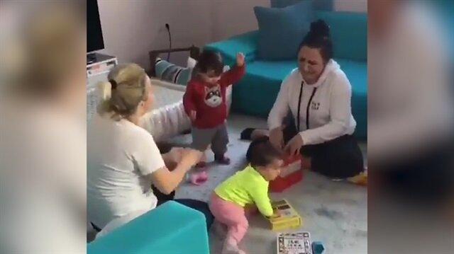 Annelerin çok farklı 'kırmızı balık' yorumu çocuklarını coşturdu