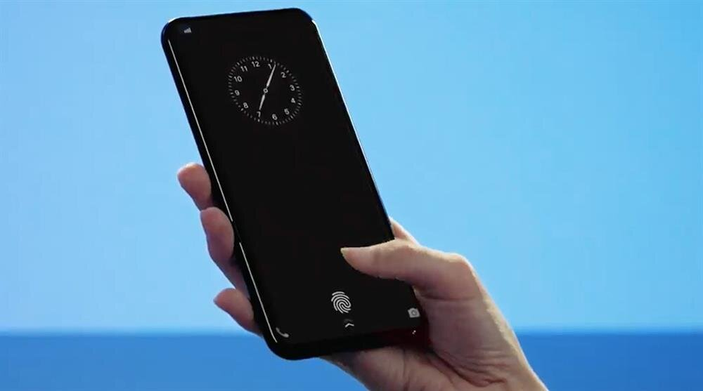 Galaxy S10'un etkileyici özelliklerden biri de ekran altı parmak izi okuyucuyla birlikte gelmesi.