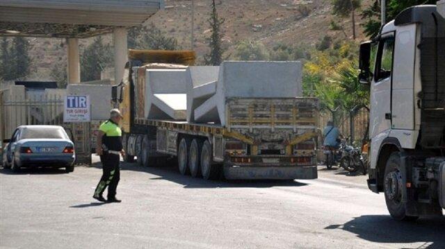 TSK İdlib'e 20 TIR beton blok gönderdi
