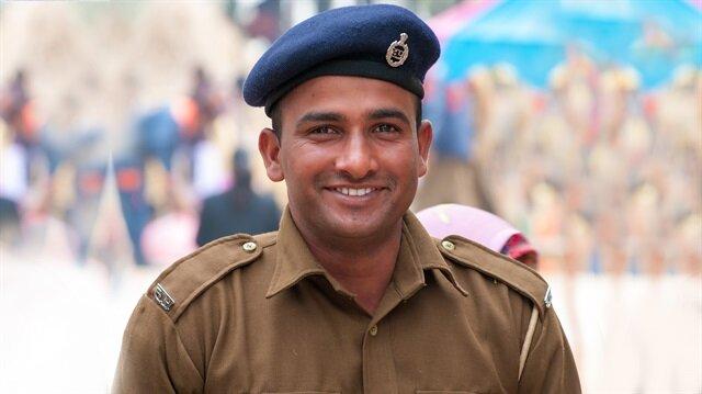 Hindistan'da polislere talimat: Az gülün