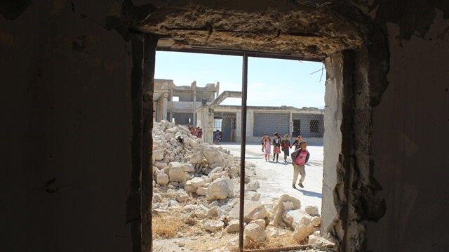 أطفال إدلب يسعون لتكميل تعليمهم رغم دمار مدارسهم