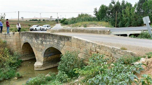 Tarihi köprüye asfalt döktüler