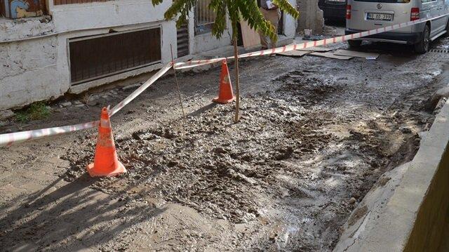 Su kazısı için yolu açan belediye ekipleri buldukları parçaların ardından Emniyet güçlerine haber verdi.