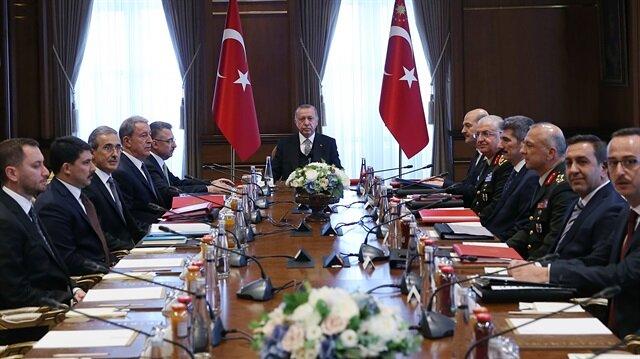 Toplantıya Cumhurbaşkanı Erdoğan başkanlık etti.  Cumhurbaşkanı Yardımcısı Fuat Oktay, İçişleri Bakanı Süleyman Soylu, Milli Savunma Bakanı Hulusi Akar, Genelkurmay Başkanı Orgeneral Yaşar Güler ve Savunma Sanayii Başkanı İsmail Demir de toplantıda yer aldı.