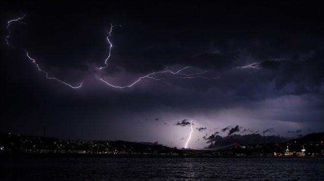 İstanbul'un Avrupa yakasında etkili olacak yağış için meteoroloji uyarıda bulundu.
