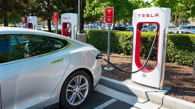Tesla kasırga bölgesindeki araçlarının menzilini artırdı