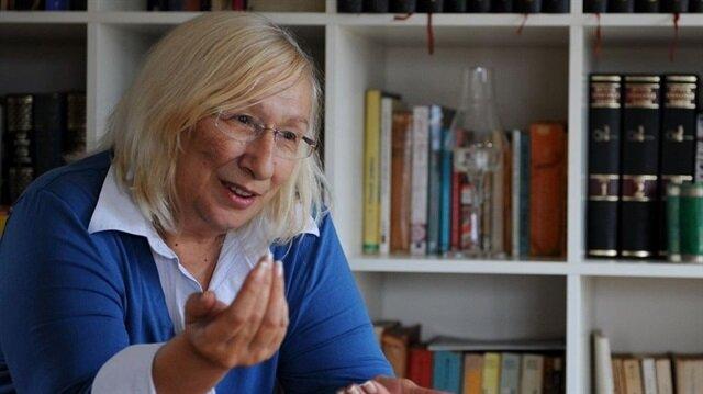 Alev Alatlı: Eğitimimin zekatını veriyorum