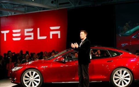 Kurucusu olarak çalıştığı Tesla'daki CEO'luk görevini bırakacak olan Musk, Yönetim Kurulu Başkanlığı'na devam edecek...