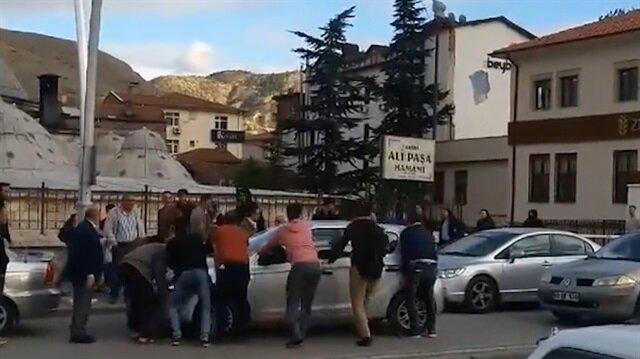 Otomobil yol ortasında arızalanınca Karadeniz zekası devreye girdi