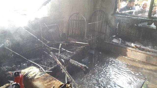 Televizyonun patladığı odada çıkan yangın ortalığı savaş alanına çevirdi.